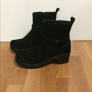 Lands' end black boots.